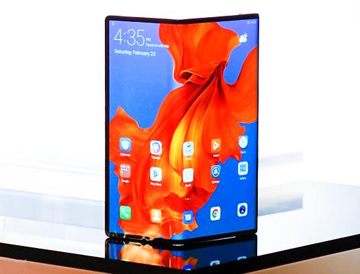 Huawei Mate X, Samsung Galaxy Fold vs Huawei Mate X.